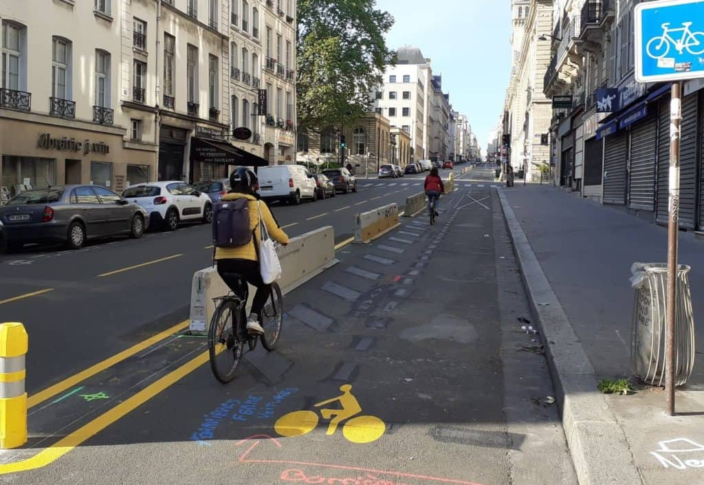 2 vélos sur les pistes temporaires à Paris